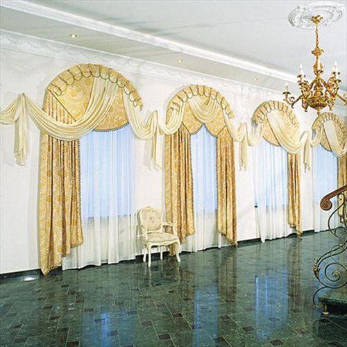 Дизайн интерьера с тремя окнами