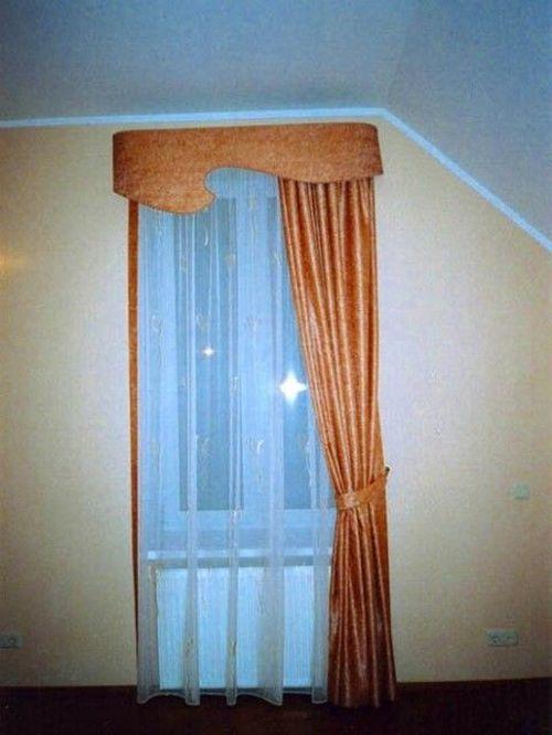 Узкое окно в спальной