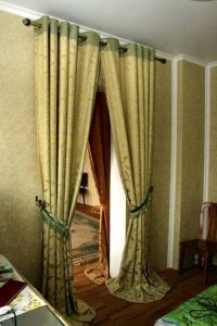 Выбираем шторы на дверной проем
