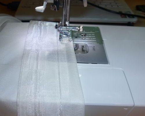Пришиваем ленту для тюли