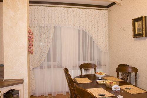 Идеи как подобрать дизайн штор для столовой
