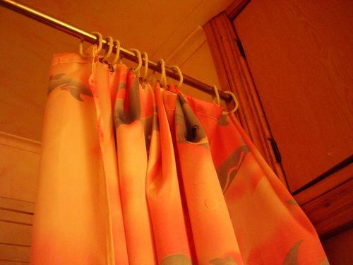 Какой выбрать кронштейн для шторы в ванную комнату