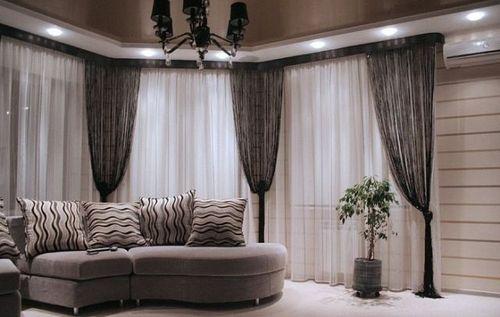 Используем серебристые шторы при оформлении интерьера