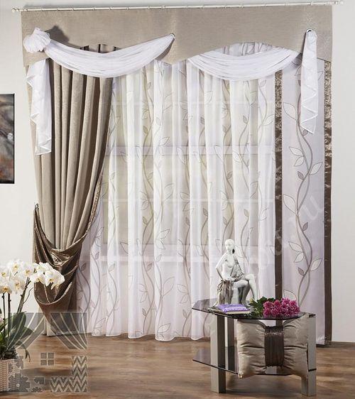 Жаккардовые шторы с ламбрекенами и вензелями в классическом стиле