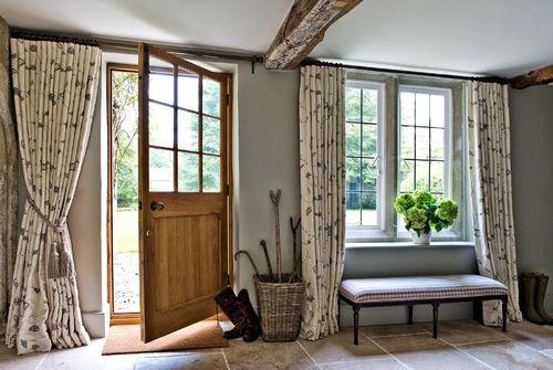 Выбираем дизайн шторы в коридор квартиры или дома