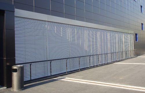 Наружные жалюзи на здании