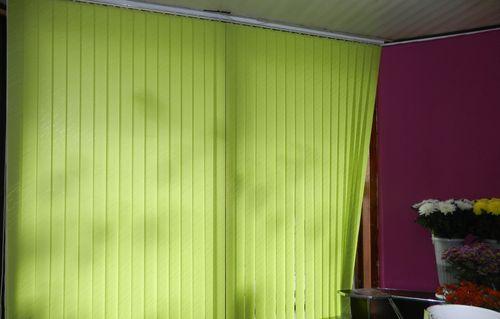 Зеленые жалюзи для дома и офиса в интерьере
