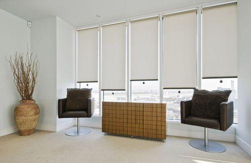 Роликовые жалюзи для оформления интерьера дома и офиса